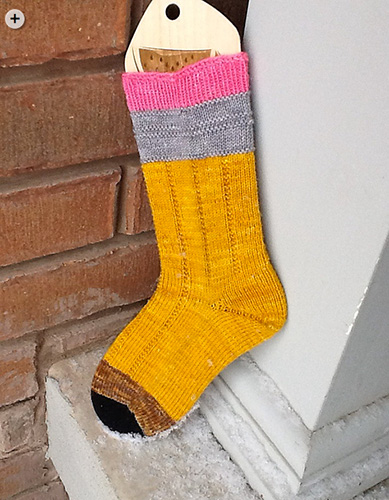 No. 2 Pencil Socks by The Yarn Enabler, vía Ravelry