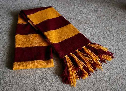 Hogwarts Scarf by Lauren Kent, vía Ravelry