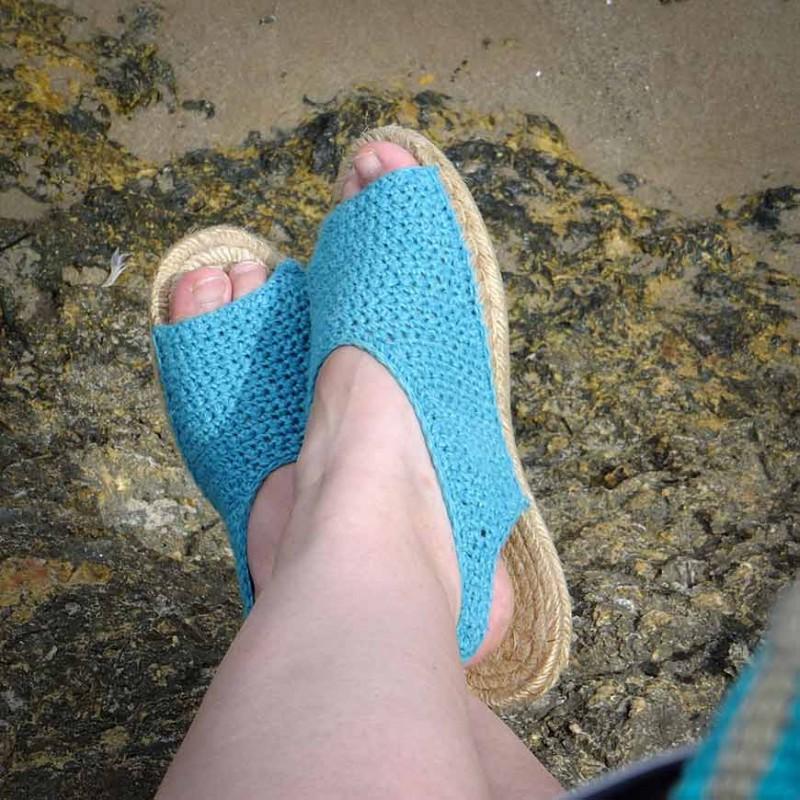 Patrón descargable para tejer sandalias de ganchillo